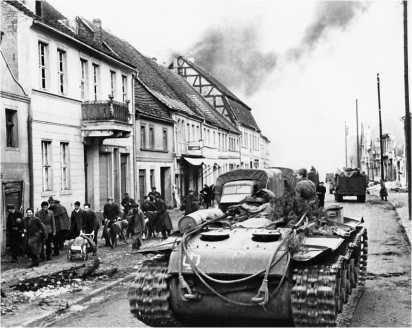 Танковый тягач КВ-Т на базе КВ-1с на улице немецкого города. Апрель 1945 года.