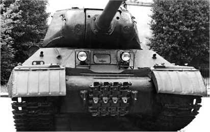 ИС-2 ранних выпусков 1944 года с «ломаным носом» и узкой амбразурой 122-мм пушки. Эта машина, модернизированная до уровня ИС-2М, находится в Музее Великой Отечественной войны в Минске.