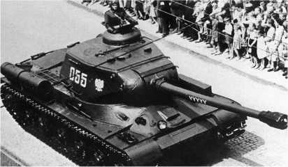 ИС-2 из состава 7-го полка тяжелых танков Войска Польского во время парада в Люблине. Июль 1954 года.
