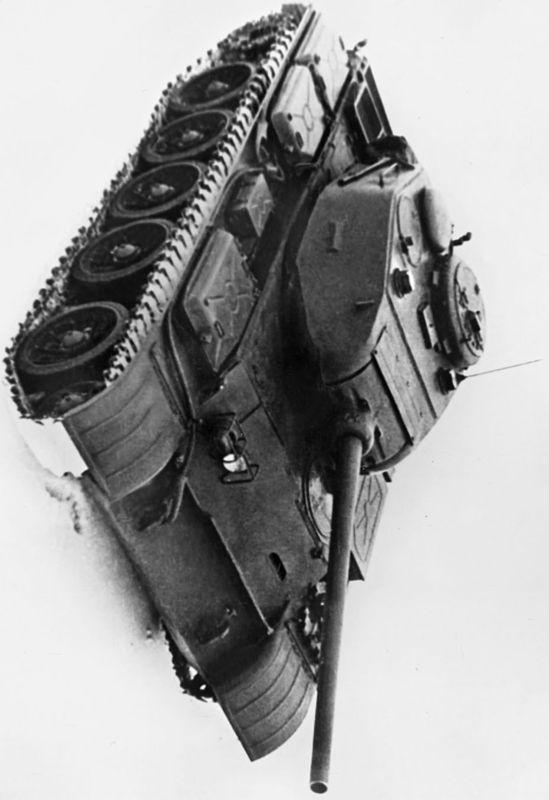 Модернизированный средний танк Т-44М.