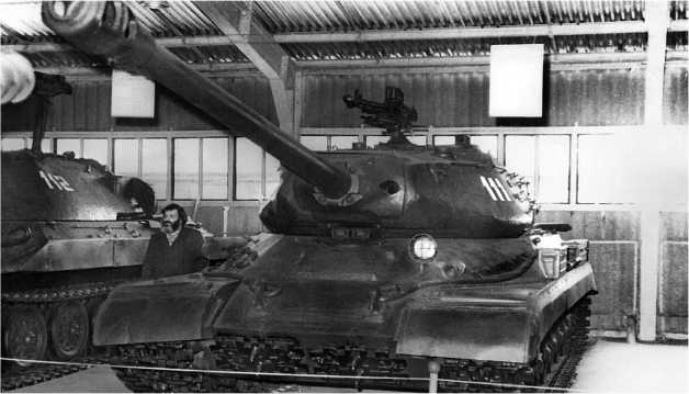 Единственный комплектный танк ИС-4 находится в экспозиции Военно-исторического музея бронетанкового вооружения и техники в Кубинке.