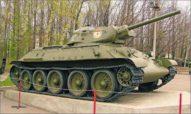 Танк Т-34 производства завода «Красное Сормово» в экспозиции Центрального музея Великой Отечественной войны в Москве. 2005 год.