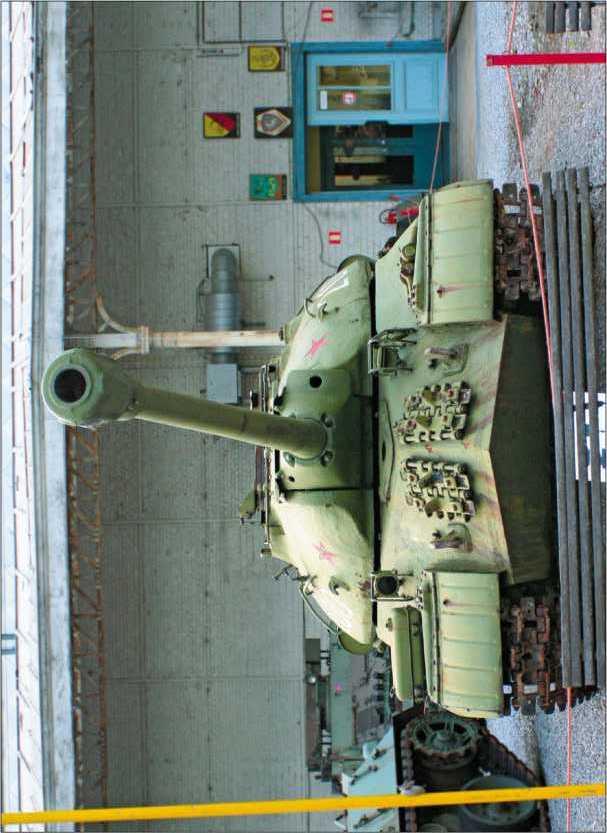 Тяжелый танк ИС-ЗМ в экспозиции Военного музея в Брюсселе. 2005 год.