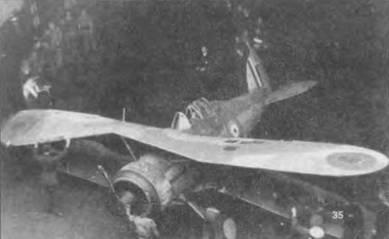 Поврежденный «Си Гладиатор» закатывают на нижнюю палубу для ремонта. Самолет оснащен двухлопастным винтом «Уоттс». На верхнем крыле двухцветные (синекрасные) кокарды «тип В». На нижней поверхности нижнего крыла кокарды должны быть трехцветные (красно-бело-синие) «тип А». Диаметр кокарды 32 дюйма (81,3см). В марте 1941 года «Си Гладиаторы» уступили место «Си <a href='https://arsenal-info.ru/b/book/2700979183/22' target='_self'>Харрикейнам</a>».