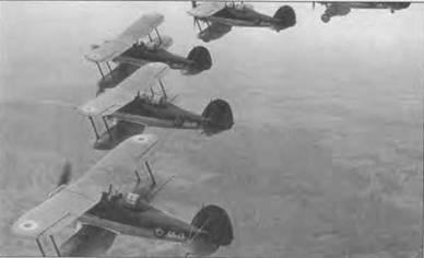 Пять бельгийских «Гладиаторов Mk. I» (G5-7, G5-14, G5-12, G5-10, GS-13) совершают пробный полет над Глочестерширом перед отправкой заказчику, 1937 год. Белые серийные номера наносили на экспортные самолеты. Бельгийские «Гладиаторы» были выкрашены в цвет хаки (FS20040). Нижние поверхности серебристого цвета.