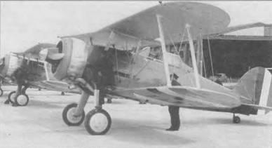 Механики готовят к старту один из четырех ирландских «Гладиаторов Mk I». Самолеты служили в составе 1-й эскадрильи, Болдоннел, конец 30-х годов. Фюзеляж и хвостовое оперение выкрашены краской Light Green (FSI425S), крылья и кожух двигателя серебристые. На руле направления вертикальные цветные полосы: зелена, белая и оранжевая. Ширина полос S дюймов (20,3см).