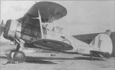 Весь серебристый «Гладиатор Mk I» (L80I7), вероятно принадлежавший египетской летной школе в 1946 году. Кокарды на нижней стороне крыла у египетских самолетов появились вскоре после конца войны. Серийный номер повторен арабскими буквами. Египтяне сняли «Гладиаторы» с вооружения в 1945 году, а год спустя отправили все самолеты на слом.