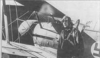 У. Охокас на фоне своего «Гладиатора», 25 июня 1941 года. Снимок сделан тут же по возвращении из первого боевого вылета летом 1941 года. Финны продолжали использовать «Гладиаторы» из 1941-44г.г., но для решения вспомогательных задач.