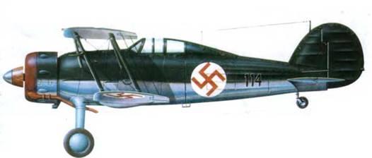Глостер «Гладиатор Mk I» («114») латвийских ВВС, 1937 год. Оливково-зеленый камуфляж, нижние поверхности серебристые. Опознавательные знаки (бордовая свастика па фоне белого круга) в шести позициях, причем на верхней стороне крыла свастика нанесена прямо на камуфляж, без белого фона,