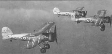 Три истребителя Глостер «Гонтлет» (K4088, K4084 и K4090) из 19-й эскадрильи, Даксфорд, Англия. Английские истребительные эскадрильи перед войной действовали тройками. «Гонтлет» принят на вооружение английских ВВС в 1935 году и применяли вплоть до 1939 года. На базе этого самолета был создан Глостер «Гладиатор».