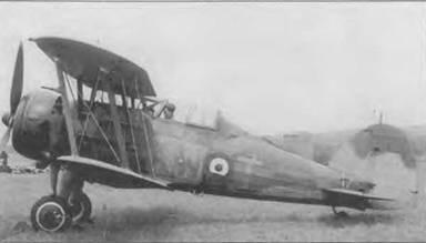 «Гладиатор Mk II» (KW-T/N2308) летного офицера Энтони Эйра иэ 615-й эскадрильи, Франция, 22 мая. Он перегнал один из немногих уцелевших во Франции «Гладиаторов» в Редхилл. Серийный номер са. иолета шкрыт камуфляжем.