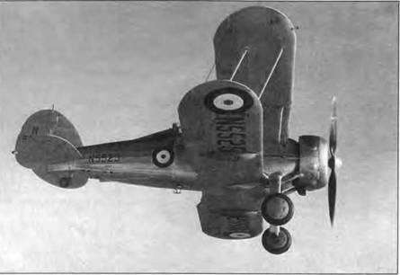 «Си Гладиатор» (N5525) в пробном полете, начало 1939 года, матерчатые поверхности покрашены серебристой краской, дюралевые листы неокрашены. В мае 1939 года N5525 отправили в Калафрану, Мальта. Там самолет разобрали на запчасти, чтобы отремонтировать другие «Гладиаторы».