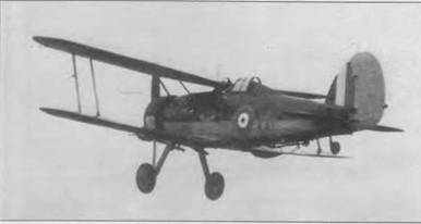 «Си Гладиатор» (H/N2276) 1104-й эскадрильи взлетает с палубы авианосца «Фьюриес», побережье Норвегии, весна 1940 года. В Норвегии самолеты 804-й эскадрильи сбили один Не 111 и повредили один Do 17. При взлете и посадке пилоты обычно оставляли фонари открытыми. В случае аварии или падения в воду пилот мог быстро покинуть машину. Орел на борту фюзеляжа — личная эмблема пилота.