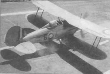 Командор Л. Кили-Пич взлетает с палубы авианосца «Игл» на «Си Гладиаторе» (6-A/ N5517), июль 1940 года. Это была одна из трех машин 813-й эскадрильи, базировавшейся на борту авианосца. В июле 1940 года Кили-Пич заявил 3,5 победы в боях с итальянскими самолетами, не считая одной вероятной победы. Верхнее крыло, по-видимому, серебристого цвета. Возможно самолет прошел ремонт.