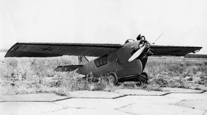 Первый цельнометаллический самолет АНТ-2.