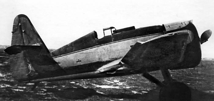 Опытный экземпляр истребителя И-14 с закрытой кабиной пилота и на лыжном шасси