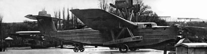 Гидросамолет АНТ-8 (МДР-2) на перекатном шасси