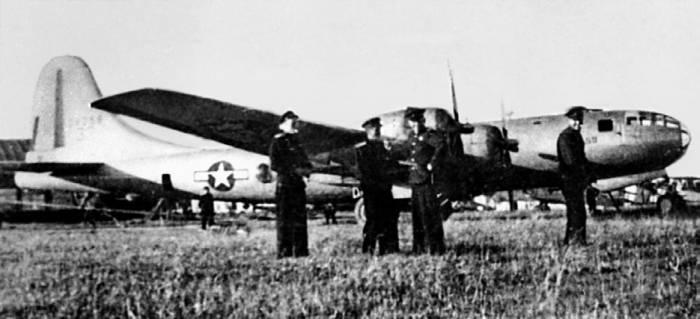 Один из интернированных американских бомбардировщиков В-29 компании «Боинг» на аэродроме морской авиации