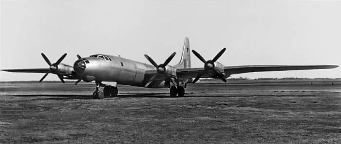Опытный бомбардировщик Ту-80