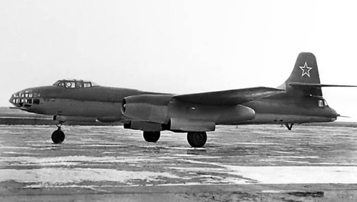 Самолет «81» с первым вариантом кормовой установки КДУ-81