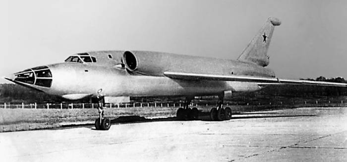 Опытный сверхзвуковой бомбардировщик Ту-98