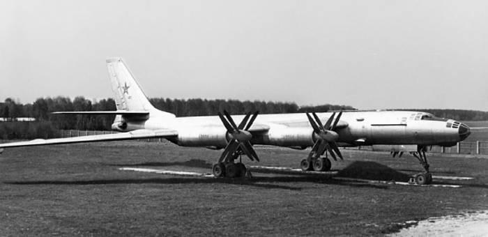 Ту-95М в экспозиции Монинского музея ВВС