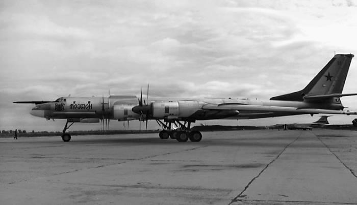 Ту-95МС «Моздок» на аэродроме в Моздоке