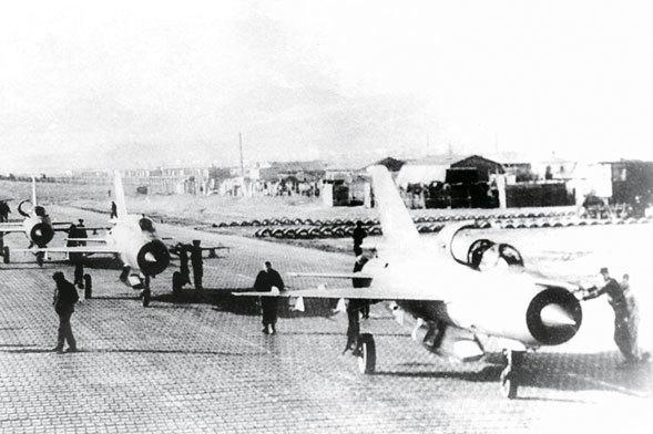 В составе первой группы в Афганистан прибыли и разведчики МиГ-21Р
