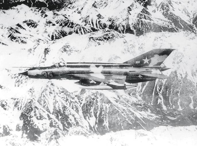 МиГ-21Р при вылете на фотосъемку Панджшера. Весна 1982 года