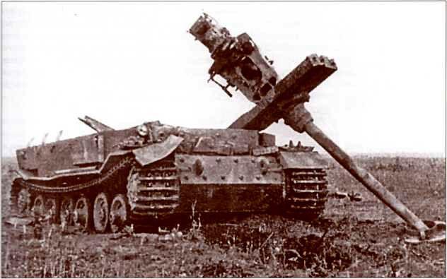 «Фердинанд» неустановленного номера, роты и батальона, уничтожен взрывом авиабомбы. Район станции Поныри, июль 1943г.