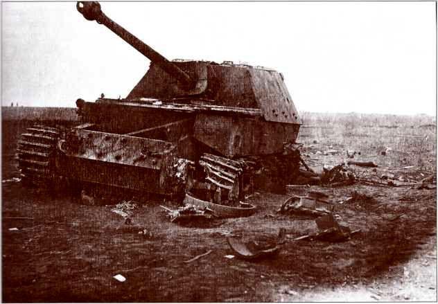 «Фердинанд» №731, уничтожен прямым попаданием снаряда 203-мм гаубицы Б-4 8-й батареи 100-й Краснознамённой гаубичной артбригады большой мощности 5-й артдивизии.