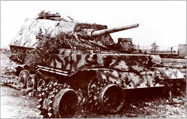 «Фердинанд» №531 1-й роты 654-го батальона. В условиях нехватки запасных частей в 656-м полку, начиная с 20 июля 1943г. граничащей с катастрофой, эта самоходка наряду с несколькими другими была эвакуирована немцами, став своеобразным ремкомплектом для прочих машин.