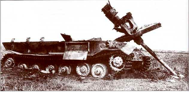 """Неопознанный """"Фердинанд"""", уничтоженный авиабомбой. В отличие от фотоснимка, приведённого ранее, на этом крышка уцелевшего ящика для инструментов открыта."""