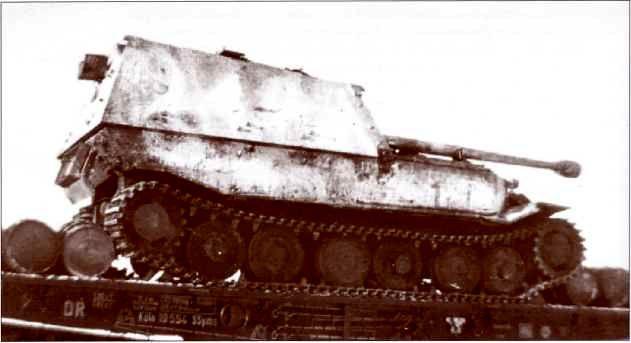 «Фердинанд» в необычном зимнем камуфляже, скрывающем тактические обозначения на броне.