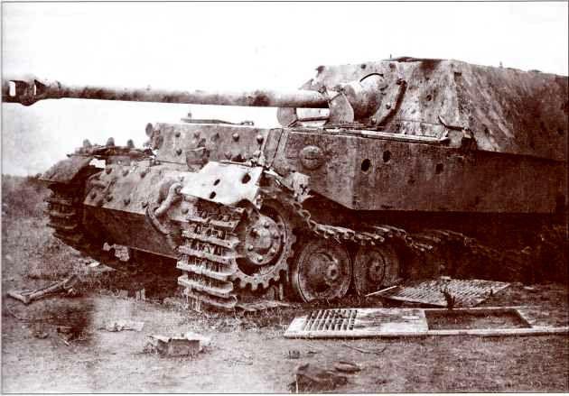 «Фердинанд» №122 по окончании испытаний. В броне самоходки хорошо заметны вмятины и пробоины. Июль 1943г.