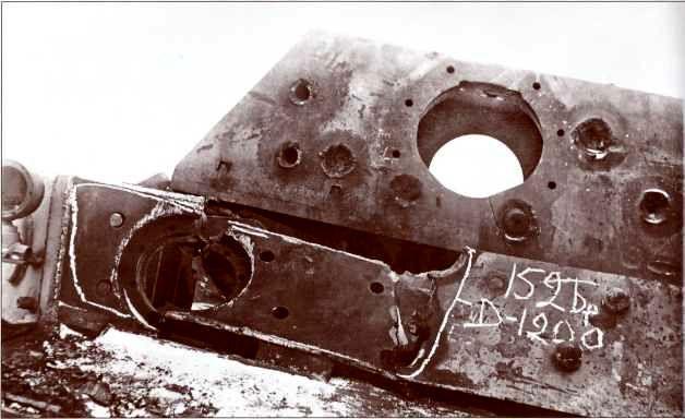 Попадание бронебойного снаряда 152-мм гаубицы-пушки МЛ-20 в лобовой бронелист «Фердинанда».