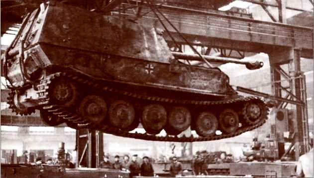 Один из «Фердинандов», проходивших капитальный ремонт и модернизацию в Вене и рейхсгау Нижний Дунай в начале 1944г.