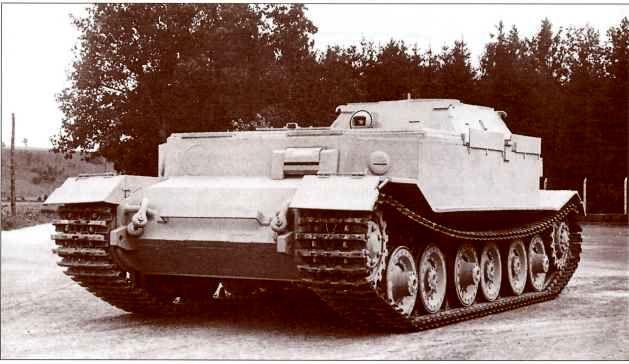 БРЭМ Sd.Kfz. 184/2 «Берге-Фердинанд», собранная в августе 1943г. на заводе «Нибелунгенверке». На лобовую часть не установлена накладная броня, сохранилась смотровая установка механика-водителя. Отверстие под шаровую пулемётную установку заварено, пулемёт установлен в лобовой стенке рубки.