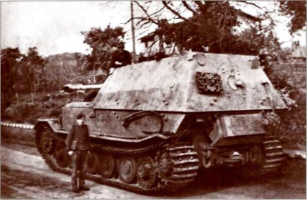 Один из 11 модернизированных «Фердинандов» 1-й роты 653-го батальона тяжелых истребителей танков по прибытии на Средиземноморский театр военных действий.