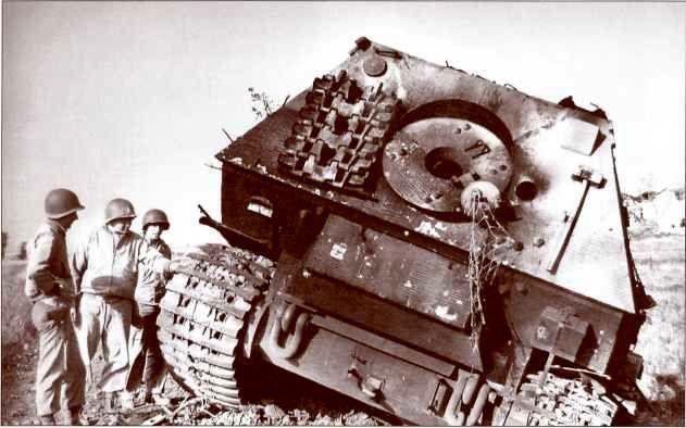 «Фердинанд» №131, подожжённый самими немцами.