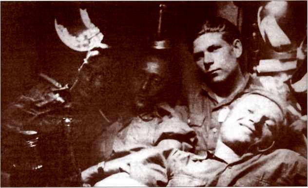 Фото экипажа одного из «Элефантов» 1-й роты 653-го батальона во время затишья перед началом наступления войск союзников. Май 1944г.