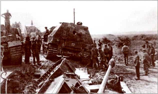 Вытаскивание застрявшего «Элефанта» №232. Галиция, июнь либо июль 1944г.