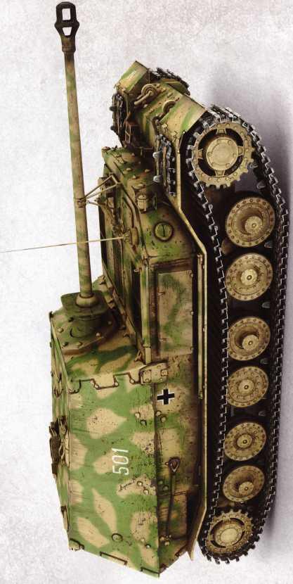 «Фердинанд» №501 из состава штаба 5-й роты 654-го батальона. Литера N на крыле указывает на командира батальона майора Карл-Хайнца Ноака (Noak). Вследствие подрыва на противотанковой мине в районе станции Поныри левая гусеница самоходки была сорвана. Впоследствии «Фердинанд» №501 был доставлен на Научно-испытательный бронетанковый полигон в Кубинке.