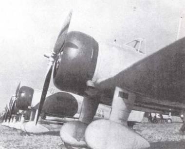 Линия истребителей Тип 96 Кансен на параде в период войны в Китае. Тип 96 был основным истребителем морской авиации Японии в период Китайской войны с 193 7 по 1940гг., пока его не сменил «Рей-сен». (Эдвард М. Йонг)