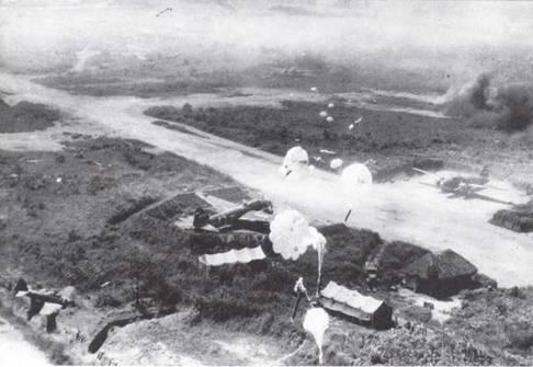 В ходе боевых действий на Тихом океане Императорский флот испытывал все более мощные удары со стороны набиравшего силы противника. На фото: в октябре 1943г. бомбардировщики американских ВВС обрушили бомбовый удар на Рабаул. К этому времени Буин на Бугенвиле уже был практически нейтрализован. (Фото USAF)