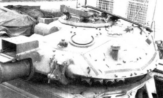 Башня танка М551. Над стволом орудия — кожух электронного устройства слежения за ИК-трассером ПТУР