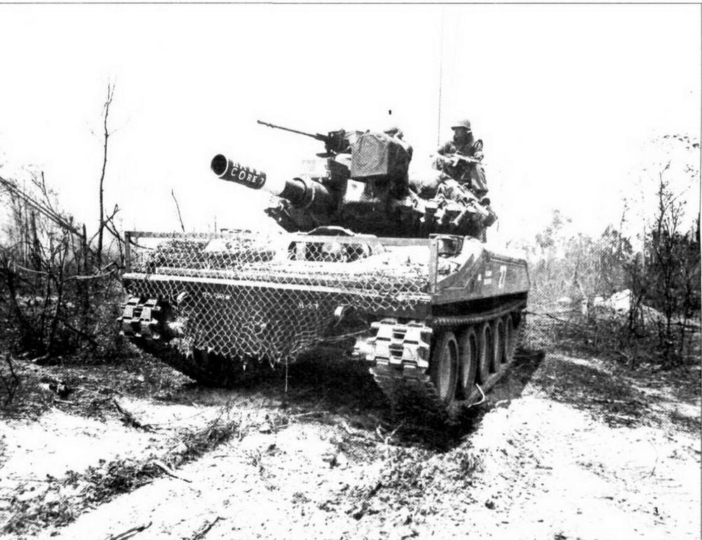 Легкий танк М551 «Шеридан» из 3-го эскадрона 4-го бронекавалерийского полка армии США во время фронтовых испытаний во Вьетнаме. Февраль 1969 года