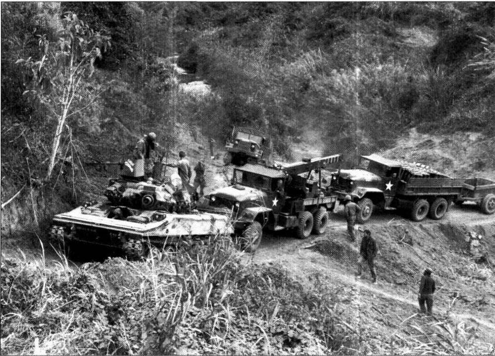 «Шериданы» во Вьетнаме часто использовались для сопровождения колонн с различными грузами (в данном случае — с артиллерийскими боеприпасами)