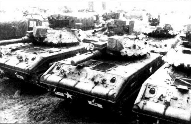 Частью американской стратегии обороны Европы была переброска в Старый Свет только личного состава воинских частей. Боевая техника складировалась на месте. На фото справа — «шериданы» 3-го кавалерийского полка на складе в ожидании экипажей. Учения «Рефорджер-77»