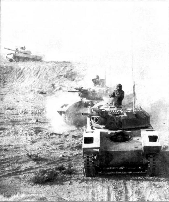 Визуальный макет БМП-1 и Т-72 (на заднем плане) во время учений в Национальном тренировочном центре армии США. Помимо ходовых макетов советской боевой техники, «агрессорами» использовались и тактические приемы ведения боевых действий в соответствии с уставами Вооруженных Сил СССР